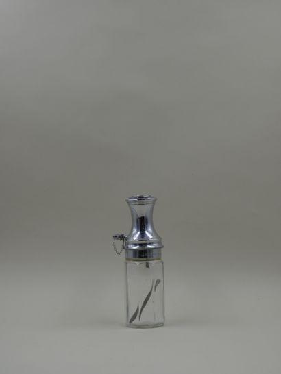 MOLINARD « Le provençal »  Flacon en verre avec système à pompe, doré. Panse de...