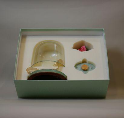 """LA PRAIRIE """"One perfect Rose""""  Flacon en porcelaine, édition limitée peint à la..."""