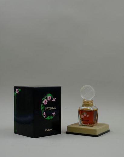 « Pavlova »  Flacon en verre, décoré sur...