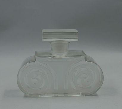 LENTHÉRIC « Miracle »  Flacon en verre partiellement dépoli, panse figurant un chapiteau...
