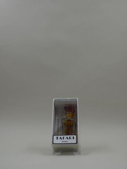 TAFARI  Flacon en verre, à décor géométrique...