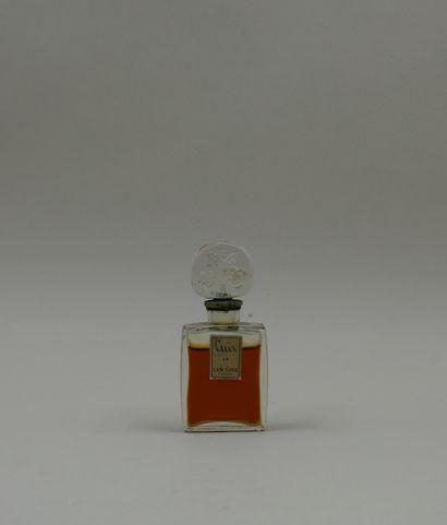 LANCOME « Cuir »  Flacon en verre incolore, panse rectangulaire. Etiquette or titrée...