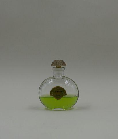 MAGASIN DU LOUVRE  Flacon en verre, de forme...