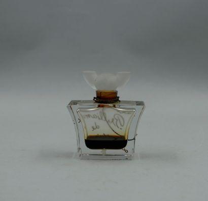 LENTHÉRIC « Dark brillance »  Flacon en verre de forme élargie, titré en lettres...
