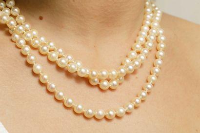 Collier trois rangs de perles de culture...