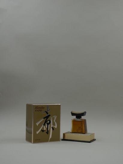 KANEBO « KYOTO »  Flacon en verre, titré...