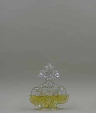 ROGER GALLET « Souvent femme varie »  Flacon en verre, panse figurant des volutes...
