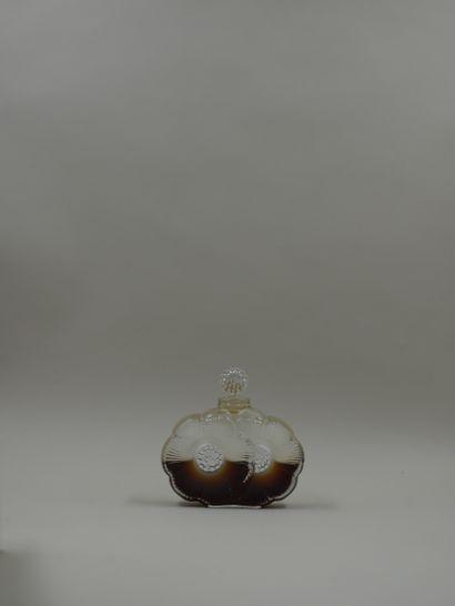 """LALIQUE FRANCE Flacon en cristal, modèle deux fleurs. Signé sous la base """"Lalique..."""