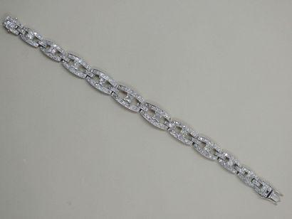Bracelet en or blanc 18k composé de maillons...