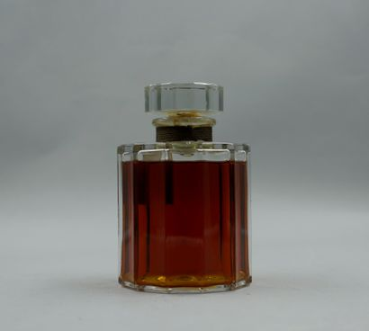 LE GALION « Sortilège »  Important flacon en verre, étiquette titrée. Bouchon de...