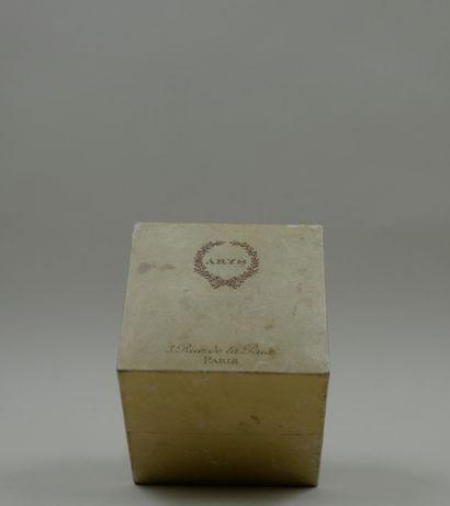 ARYS  Coffret beige de forme carrée, titré...