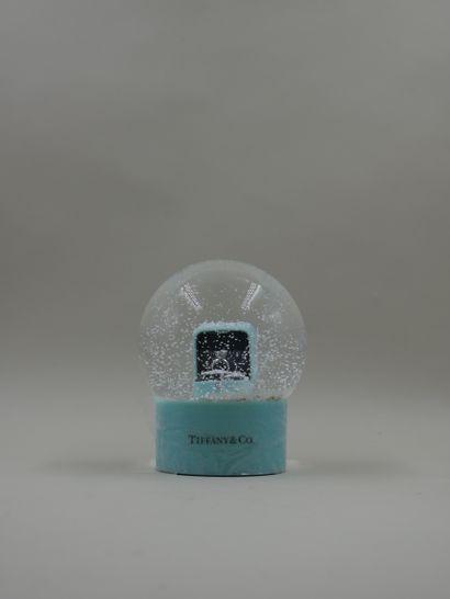 TIFFANY CO - Boule à neige figurant un solitaire...