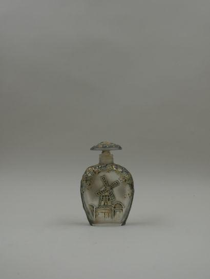 T. JONES « Gai Paris »  Rare flacon en verre incolore, dépoli, patiné gris, présentant...