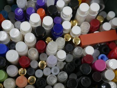 Lot comprenant environ 100 tubes en verre...