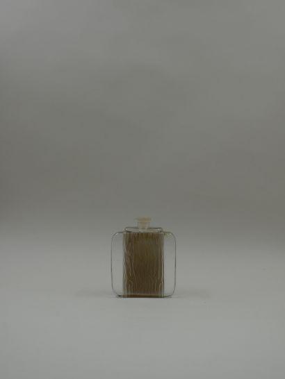 GALERIE LAFAYETTE « La feuillaison »  Rare flacon en verre blanc et en verre dépoli...