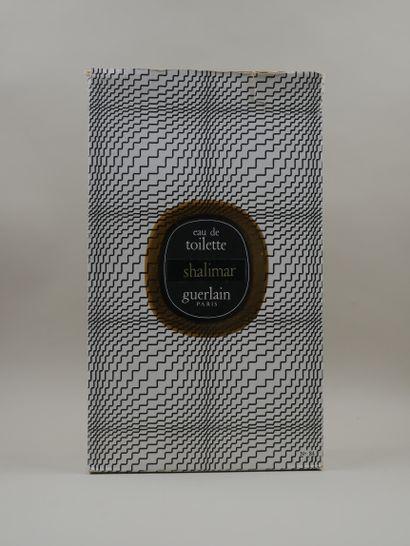 GUERLAIN « Shalimar »  Flacon en verre, modèle goutte. Etiquette titrée « Shalimar...