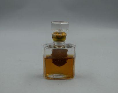 CH. FAY « Plaisir d'amour »  Flacon en verre, étiquette gaufrée, dorée et titrée....