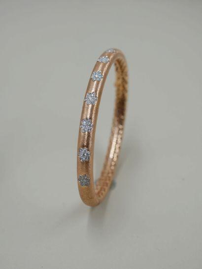 Bracelet jonc rigide en or rose brossé 18k...