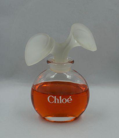 CHLOE  Flacon factice, titré. Bouchon verre...