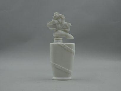 D'ORSAY « Belle de jour »  Flacon de forme évasée en verre opaque blanc, épaulement...