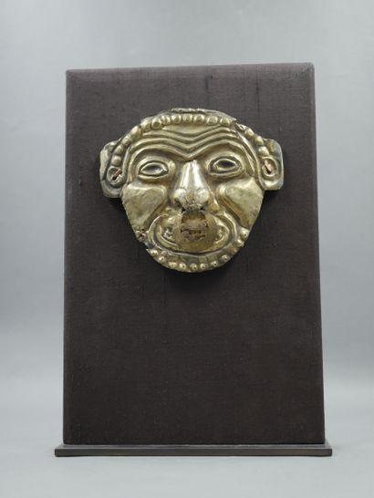 Masque votif symbolisant la vieillesse et par-delà la sagesse éternelle. Feuille...