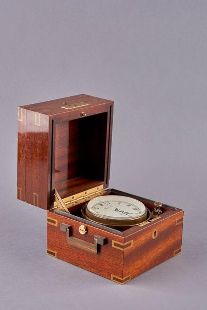 BREGUET. Montre chronométre de marine à suspension - Mouvement quartz , dans un...