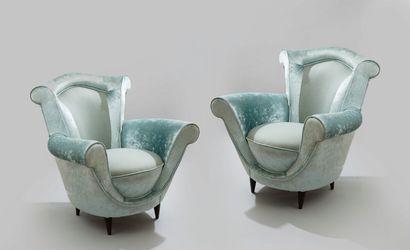 """Mobilier de salon """"boudoir"""" en velours satiné et tweed céladon composé d'un canapé..."""
