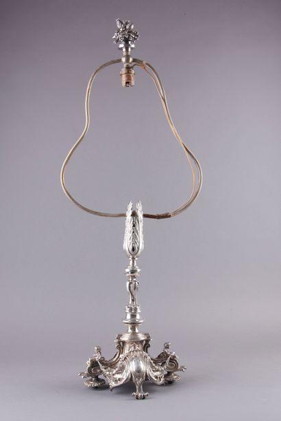 Important pied de lampe en bronze ciselé...