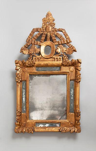 Miroir à parecloses en bois mouluré, stuqué,...