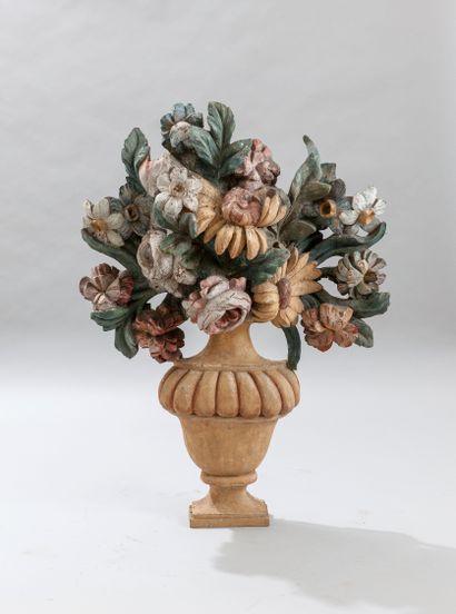Grand élement décoratif en bois sculpté polychrome...