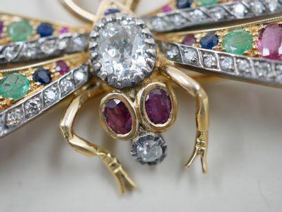 Broche libellule en or jaune 18k et argent surmontée en son centre d'un diamant...