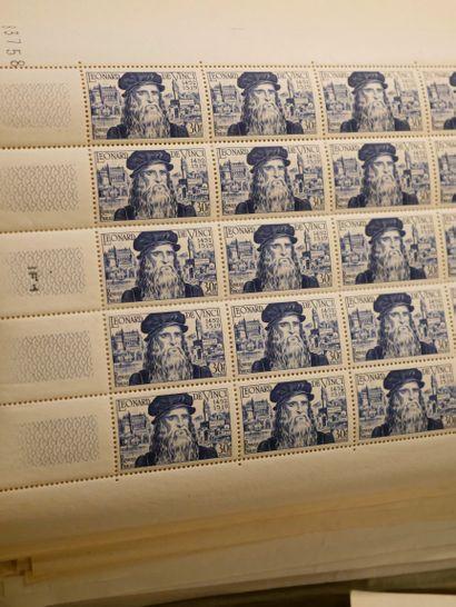 FRANCE Emissions 1940/1980 : Lot de timbres neufs, en feuilles ou fragments beaucoup...