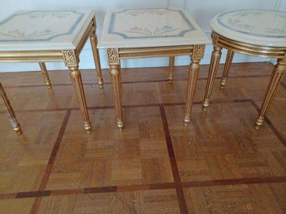 Maison Roméo par Claude DALLE. Trois tables...