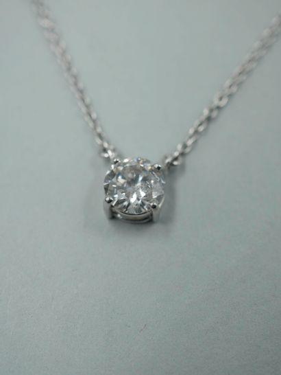 Collier en or blanc 18k orné d'un diamant...