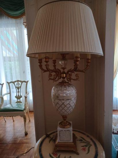 Maison Roméo par Claude DALLE. Pied de lampe de forme balustre, le fût en verre...