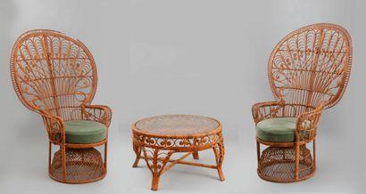 """Mobilier de salon """"Emmanuelle"""" en rotin composé de quatre fauteuils à motif de vannerie..."""