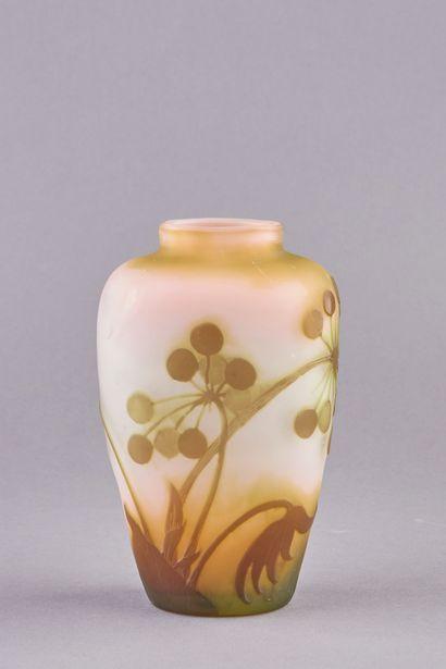 Emile GALLÉ (1846-1904). Vase ovoïde en...