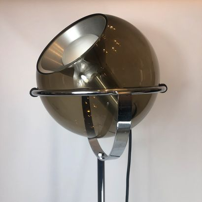 Lampadaire par FRANK LIGTELIJN (1933) pour RAAK, 1965. Tige en métal, globe en verre...
