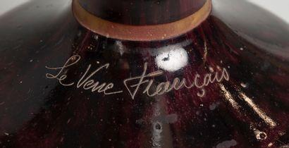 LE VERRE FRANCAIS, Très belle paire d'importants vases balustres à col évasé en...