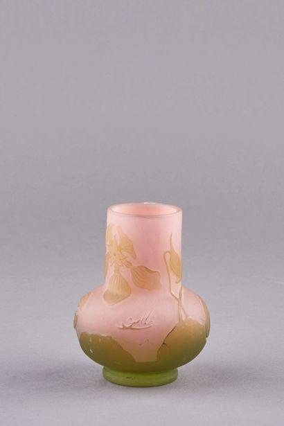 Emile GALLÉ (1846-1904). Vase soliflore...