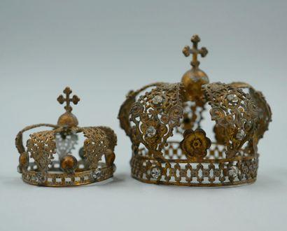 Lot de deux couronnes en métal doré ajouré...