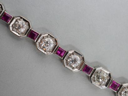 Bracelet de style Art Déco en or gris 18k et platine composé de dix-sept diamants...