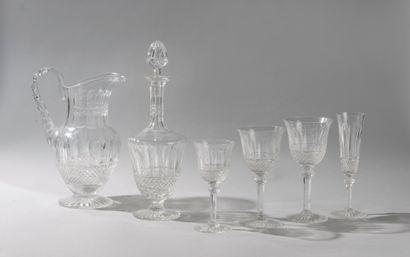 SAINT LOUIS, modèle Tommy. Partie de service en cristal comprenant onze flûtes à...