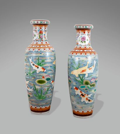 Vase balustre à haut col rétréci en porcelaine...