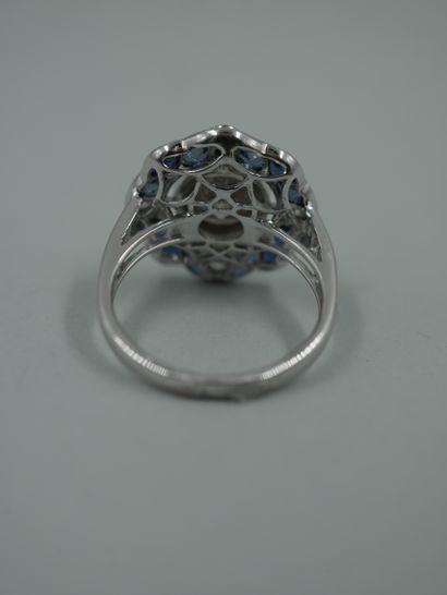 Bague de style Art Déco en platine ornée d'un diamant taille brillant de 1,20cts...