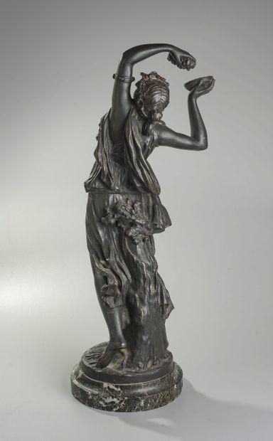 Claude MICHEL dit CLODION (1738-1814) D'après. Jeune bacchante à la grappe de raisins....