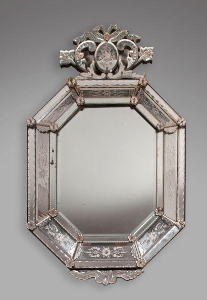 Grand miroir vénitien rectangulaire à pans...