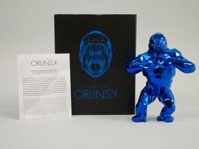 Richard ORLINSKI (1966). Kong. Epreuve en résine bleu métalisée. Haut 13 cm. Dans...