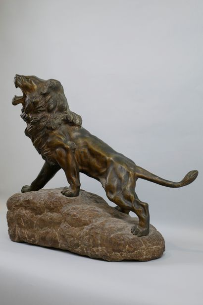 ANDREY James. Roaring lion. Proof in bronze with patina on a stone base. Signed...