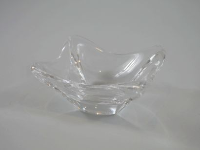 DAUM. Vide-poche quadrangulaire en cristal...